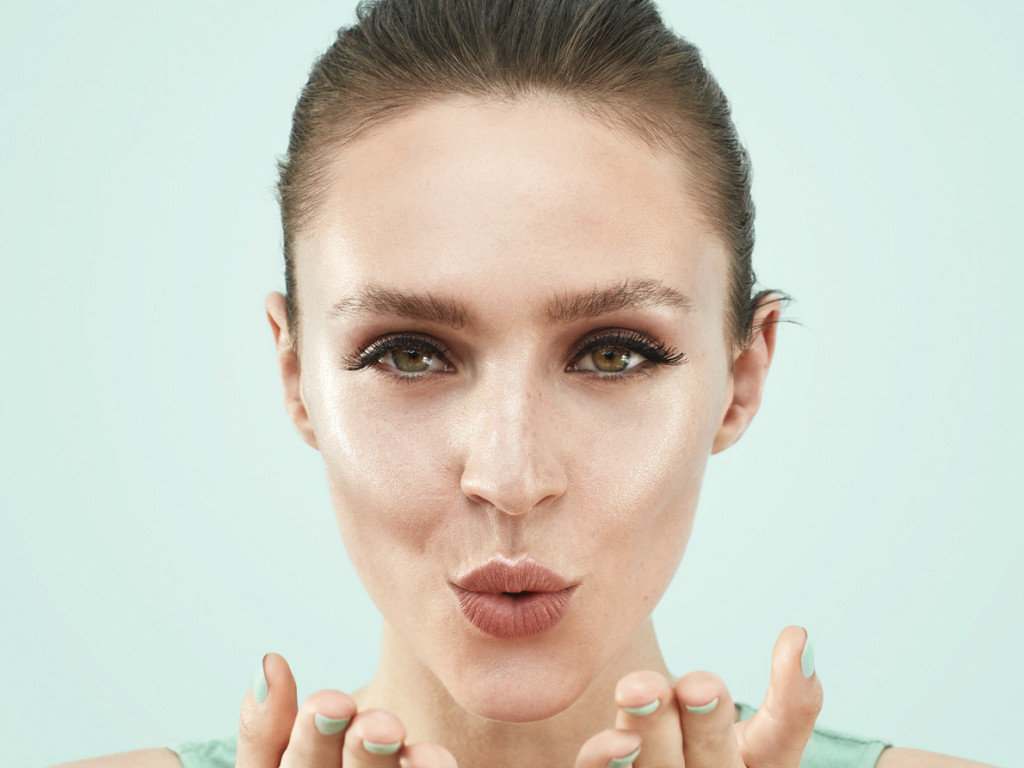 BEAUTYLIFESTYLE_BEAUTYVISUAL_Kiss_MintNails_SkincarePerfectGlow_30112020_RGB