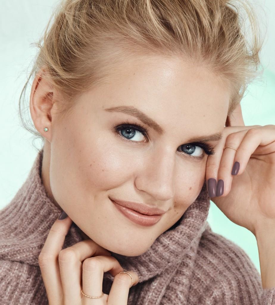 BEAUTYLIFESTYLE_BeautyVisual_TurtleNeck_Smile_WinterproofYourBeauty_30112020_RGB